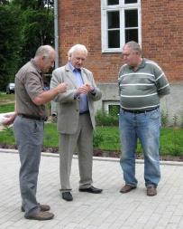 President A. Rüütelit kuulavad (vasakul) J. Telgmaa ja V. Hansen