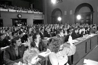 Eesti NSV Ülemnõukogu hääletas suveräänsusdeklaratsiooni poolt, 16. november 1988 Filmiarhiiv
