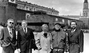 NSV Liidu Rahvasaadikute Kongressi saadikud Moskvas Punasel väljakul (vasakult): Tiit Käbin, Vello Pohla, Marju Lauristin, Viktor Palm ja Ülo Vooglaid